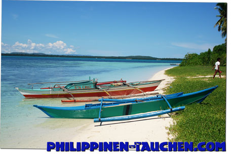 Fishing boat on Virgin Island south west of Bohol