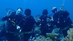 Daisy Diving in Apo Island - Group Picture