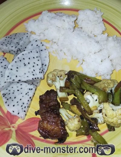 Day 7 Lunch – sautéed string beans & cauliflower with rice + dragon fruit